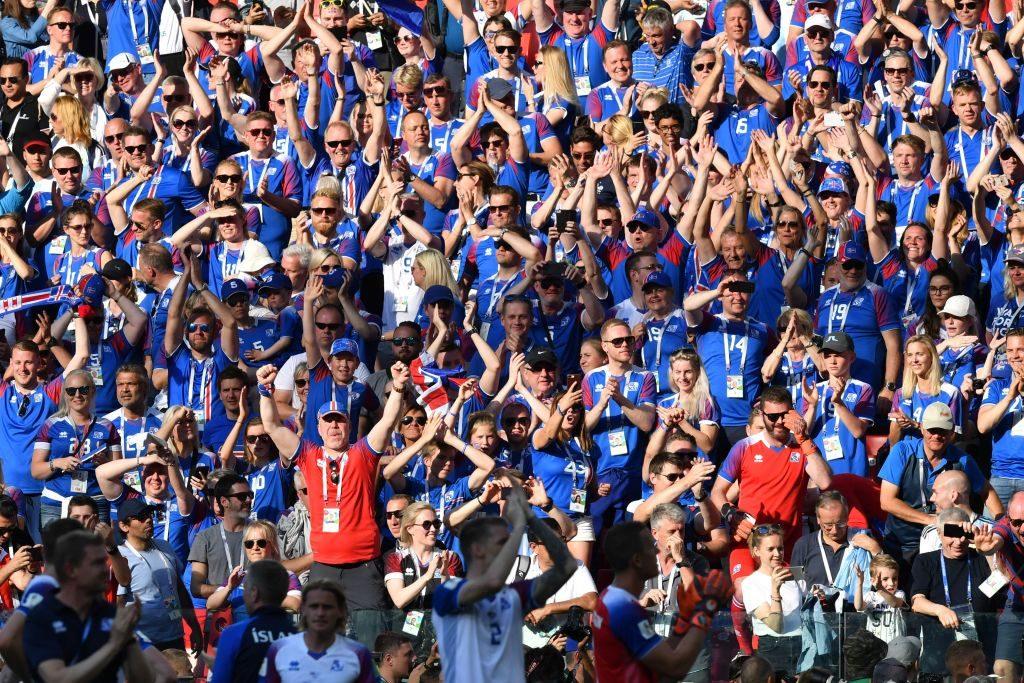 Los partidarios de Islandia celebran los resultados del primer partido del equipo de fútbol de Islandia contra Argentina en la Copa del Mundo Rusia 2018 en ReykjaviK, Islandia el 16 de junio de 2018