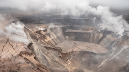 Cráter Halema'uma'u en la cumbre del volcán Kilauea está colapsando