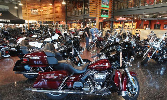 Motocicletas Harley-Davidson se ofrecen a la venta en el concesionario Harley-Davidson de Uke el 1 de junio de 2018 en Kenosha, Wisconsin. (Scott Olson / Getty Images)