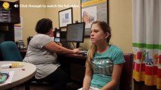 Tuvo pérdida de audición toda su vida. Con la ayuda del médico, ¡ahora puede oír a mamá!