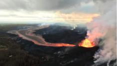 Soldados construyen viviendas para los miles sin hogar por la lava del volcán Kilauea