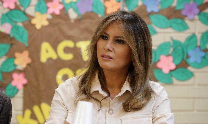 Primera Dama Melania Trump visita el Centro de Niños Upbring Nueva Esperanza en McAllen, Texas, el 21 de junio de 2018. (Chip Somodevilla / Getty Images)