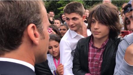"""Macron reprende a adolescente: """"O me llamas señor presidente de la República o me llamas señor"""""""