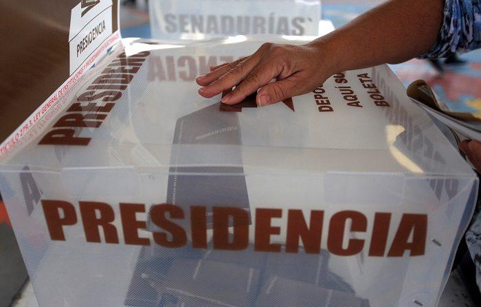 Los 89 millones de mexicanos que están en el censo electoral elegirán con su voto a 3.400 cargos públicos, entre ellos el de presidente del país, 128 senadores, 500 diputados, ocho gobernadores y el jefe de Gobierno de la Ciudad de México. EFE/Francisca Meza