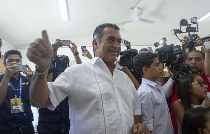 Los mexicanos dieron hoy un varapalo al candidato independiente Jaime Rodríguez, conocido como el Bronco, que prometió cortar la mano a los políticos corruptos e instaurar la pena de muerte en el país, en unas elecciones presidenciales en las que no superó el 5 % de los sufragios, según los sondeos. EFE/STR