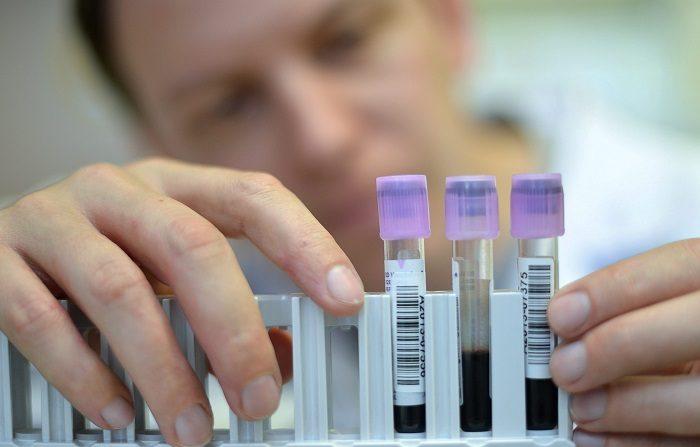 Descubren que prueba del papiloma detecta antes el cáncer de útero La prueba de detección del virus del papiloma humano (VPH) identifica los cambios precancerosos de las células del cuello uterino antes y con mayor precisión que la citología del Papanicolaou, según un estudio clínico divulgado hoy. EFE/Archivo