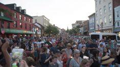 Personal del diario EEUU que sufrió tiroteo marchan en el desfile del 4 de julio