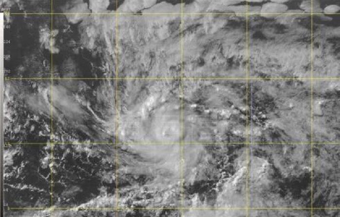 Imagen cedida por el Centro Nacional de Huaracanes (NHC) donde se observa una imagen de satélite del núcleo de la tormenta tropical Beryl. Una depresión tropical formada en el Atlántico se convirtió hoy en la tormenta tropical Beryl, la segunda de esta temporada, que se encuentra a 1.330 millas (2.140 kilómetros) al este-sureste de las Antillas Menores, informó el Centro Nacional de Huracanes (NHC). EFE/NHC-NOAA/SOLO USO EDITORIA