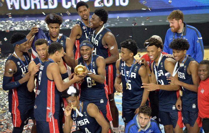 EE.UU. ratifica su dominio en el baloncesto y logra su quinto título mundial consecutivo Sub 17 Los jugadores de la selección estadounidense Sub 17 de baloncesto fueron registrados este domingo al celebrar su victoria en el Mundial de Baloncesto de la categoría, tras derrotar en la final 95-52 a su similar de Francia, en Santa Fe (Argentina). EFE