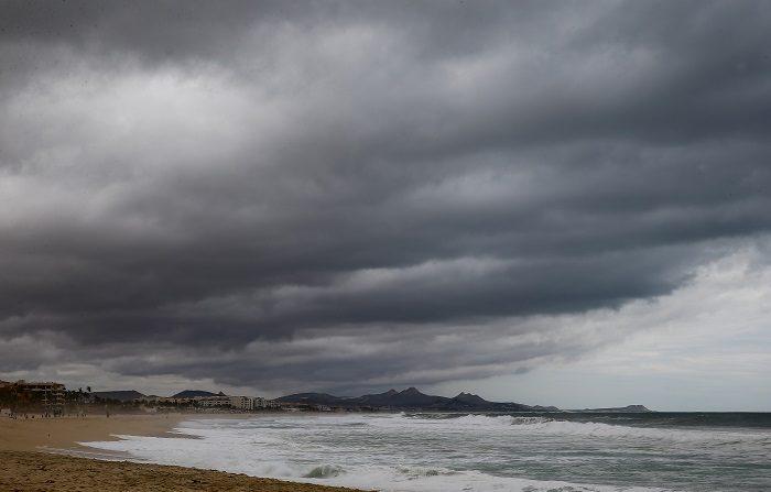 """Chris, tercera tormenta con nombre en el Atlántico este año, permanece """"estacionaria"""" 345 kilómetros al sursureste del Cabo de Hatteras, en Carolina del Norte, y presenta vientos máximos sostenidos de 95 km/h. EFE/Archivo"""