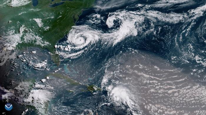 El huracán Chris, de categoría 2, avanza por aguas abiertas del Atlántico alejándose de EE.UU.
