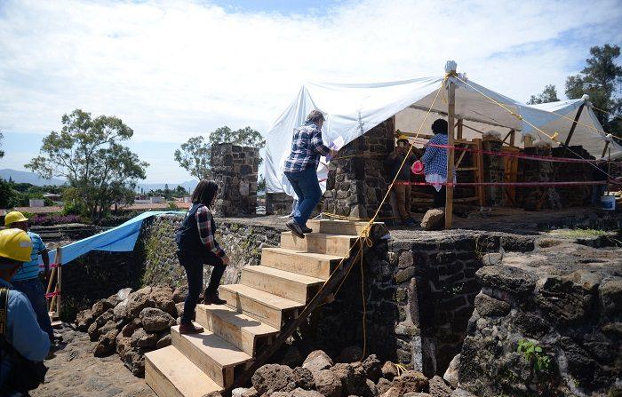 Arqueólogos trabajan hoy, miércoles 11 de julio de 2018, en la zona arqueológica de Teopanzolco, en el estado de Morelos (México). EFE