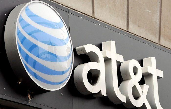 El Gobierno apela ante los tribunales la fusión de AT&T y Time Warner Fotografía que muestra el logotipo de AT&T en una de sus tiendas en Nueva York (Estados Unidos). EFE/Archivo