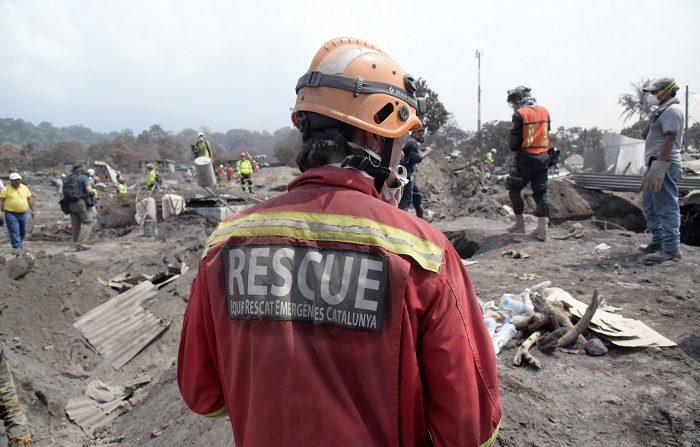 Suman 132 los muertos por erupción del volcán de Fuego en Guatemala