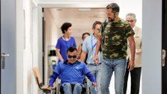 Cirujano español une a este joven guatemalteco que una bala perdida partió en dos