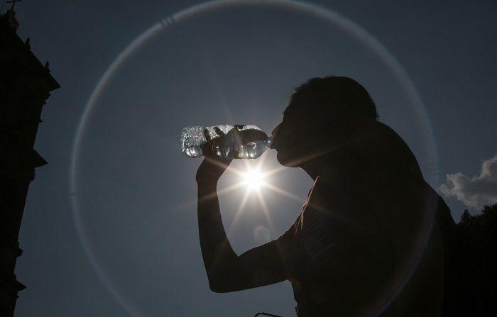 La población española muere cada vez menos por las olas de calor pese a que han aumentado las temperaturas estivales en más de un grado de media en España desde 1980, según un estudio del Instituto de Salud Global de Barcelona (ISGlobal) que publica hoy la revista PLoS Medicine. EFE