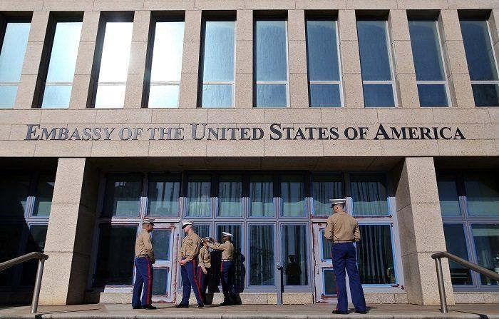 """Tres altos cargos del Departamento de Estado hicieron un inesperado viaje a Cuba para evaluar los """"desafíos únicos"""" que suponen los misteriosos incidentes que dañaron la salud de 26 funcionarios de la embajada en La Habana, dijo hoy a Efe una portavoz oficial. EFE"""