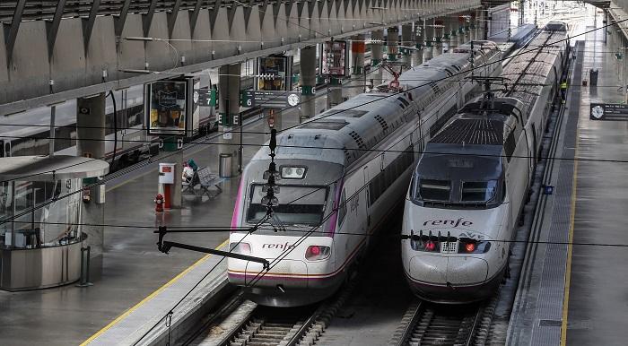 Renfe ha cancelado 161 trenes con motivo de la huelga convocada por el sindicato SFF-CGT para este viernes, de los que 115 pertenecen al servicio de media distancia y los 46 restantes al de alta velocidad y larga distancia, según informó el operador ferroviario. EFE
