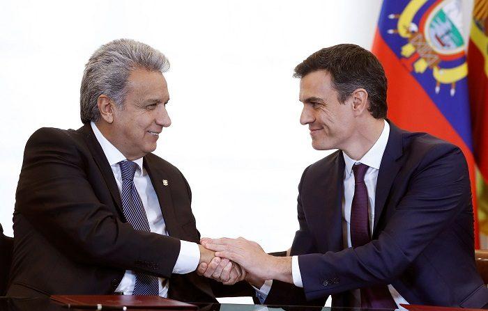 El jefe del Gobierno, Pedro Sánchez, y el presidente de Ecuador, Lenín Moreno, han firmado hoy en Madrid un acuerdo de cooperación en materia policial para la seguridad y la lucha contra el crimen organizado. EFE