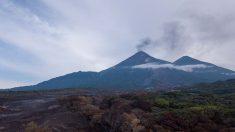 Los volcanes Pacaya y Santiaguito, en Guatemala, tienen desgasificaciones