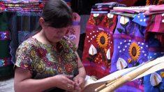 Verdaderas obras de arte, estos diseños textiles de indígenas mexicanas llevan meses de trabajo