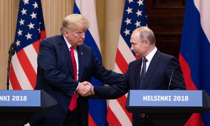 El presidente de EE.UU., Donald Trump, y el líder de Rusia, Vladimir Putin, en conferencia de prensa en el Palacio Presidencial de Helsinki, Finlandia, 16 de julio de 2018. (Samira Bouaou/The Epoch Times)