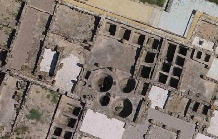 Fotografía facilitada por la Universidad de Cádiz de algunos de los tanques de salazón de la antigua ciudad romana de Baelo Claudia, cerca de la actual Tarifa, uno de los yacimientos arqueológicos de ciudades romanas en los que se han encontrado 25 restos arqueozoológicos que revelan que el Mediterráneo fue hace 2.000 años hogar de dos especies de ballenas hoy desaparecidas. EFE/Darío Bernal-Casasola ***SOLO USO EDITORIAL***