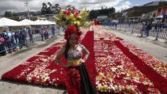 Récord Guinness en Ecuador con réplica en rosas de una pirámide ancestral