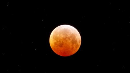 """Viernes de """"Luna de sangre"""": llega el eclipse lunar más largo del siglo"""