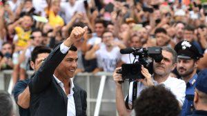 Eufórica bienvenida brindan a Ronaldo los fans de Juventus