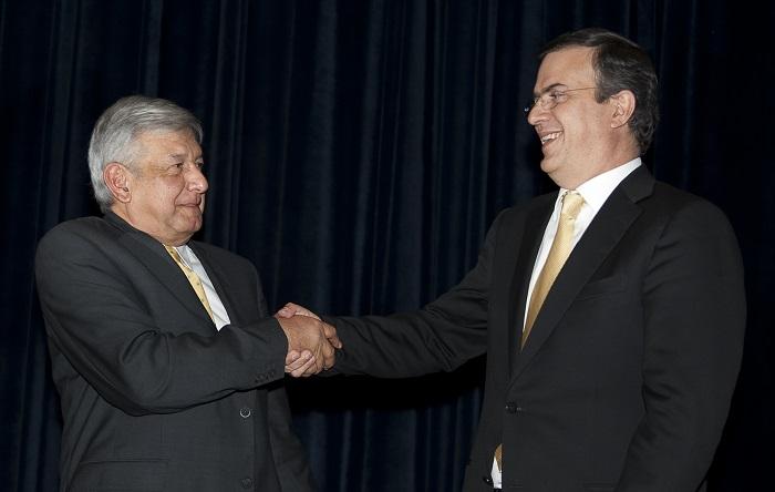 El virtual presidente de México, Andrés Manuel López Obrador, anunció hoy que propondrá al Senado a Marcelo Ebrard, exjefe de Gobierno de la Ciudad de México (2006-2012), como futuro canciller. AFP PHOTO/OMAR TORRES (El crédito de la foto debe leer OMAR TORRES/AFP/Getty Images)