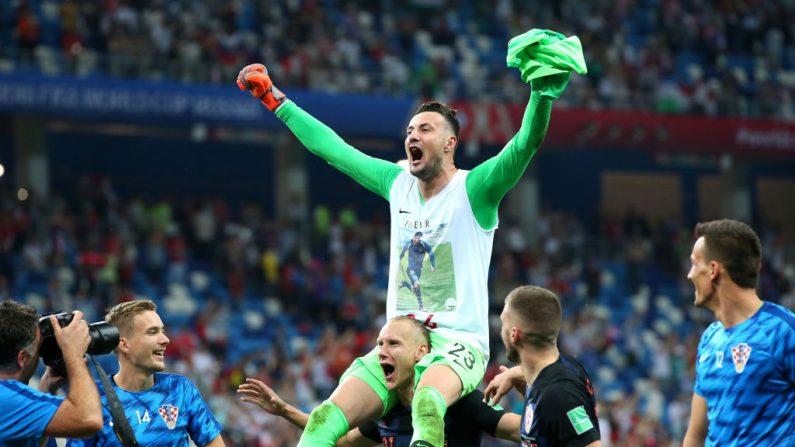 El arquero croata Danijel Subasic celebra el pase a cuartos de final. (Alex Livesey/Getty Images)