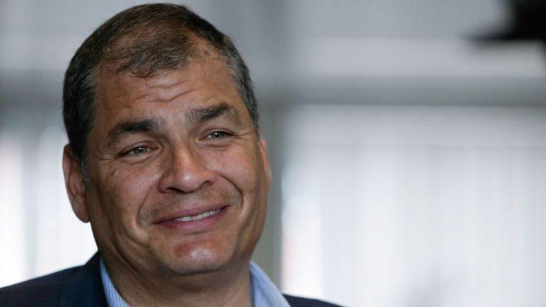 Esta foto tomada el 4 de julio de 2018 en Bruselas muestra al expresidente ecuatoriano Rafael Correa durante una entrevista con la AFP. Aris Oikonomou / AFP/ Getty Images
