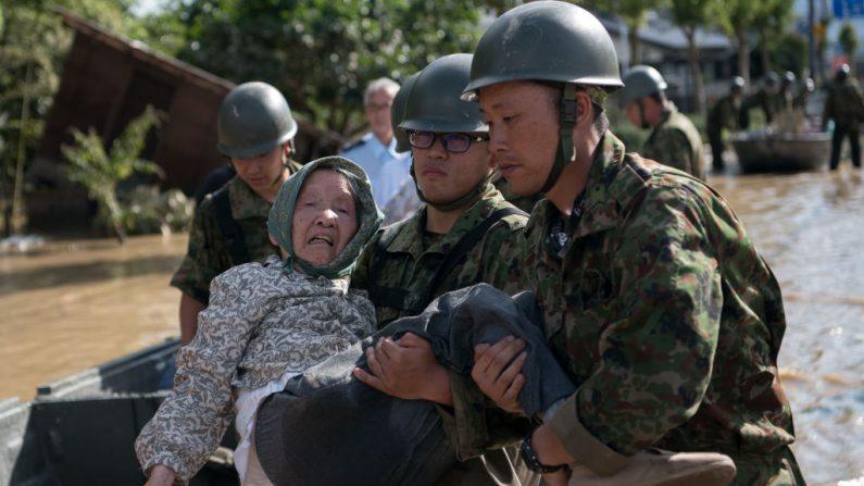 Japón busca sobrevivientes ante fatales inundaciones que suman más de un centenar de muertos