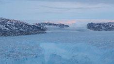 Impactante timelapse registra un gran iceberg desprendiéndose de glaciar en Groenlandia