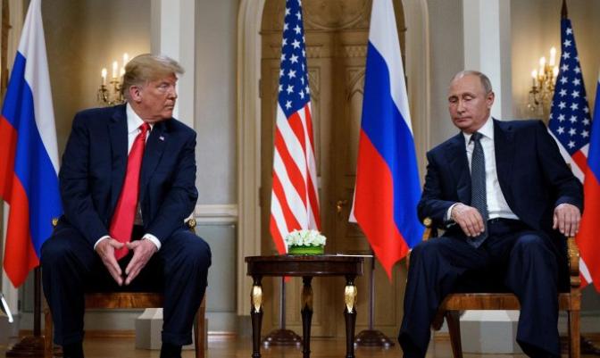 El presidente Donald Trump y el presidente ruso Vladimir Putin se reúnen en Helsinki el 16 de julio de 2018. (BRENDAN SMIALOWSKI / AFP / Getty Images)