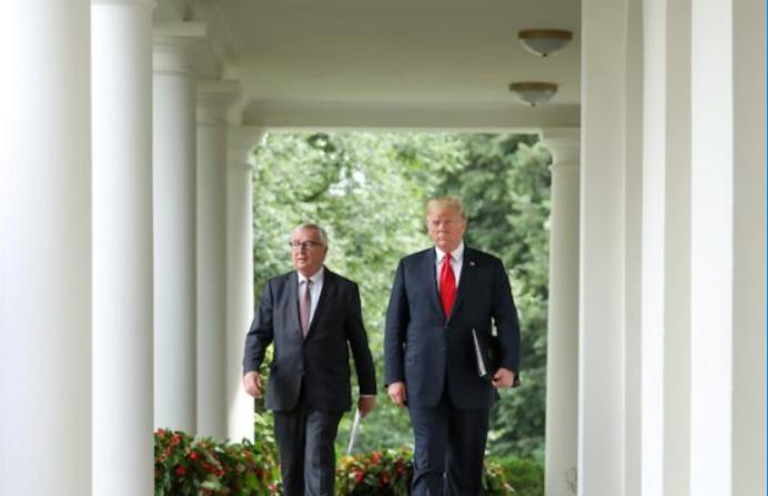 El presidente Donald Trump se reúne con el presidente de la Comisión Europea Jean-Claude Juncker en el Rose Garden de la Casa Blanca en Washington el 25 de julio de 2018. (Samira Bouaou / La Gran Época)
