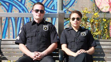 Policía de California ayuda a criar a un niño después que encarcelaron a su padre