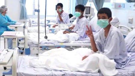 Cómo un exmonje mantuvo vivos a los niños atrapados en Tailandia