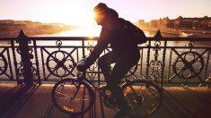 """México: Golpea a ladrón que quería robarle su bicicleta y luego se toma un """"selfie"""" con él [FOTOS]"""