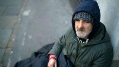 Cuando vio las noticias reconoce a su papá perdido y sin hogar que estaba buscando por décadas