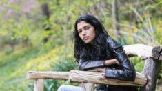 La modelo Pooja Mor habla sobre lo que la mantiene con los pies en la tierra