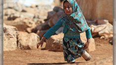 """La niña siria con """"piernas de latas"""" recupera la alegría gracias al esfuerzo altruista de un médico"""