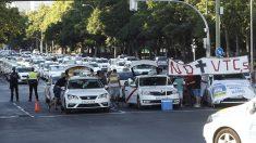 Taxistas mantienen huelga a la espera de la Conferencia de Transporte en España