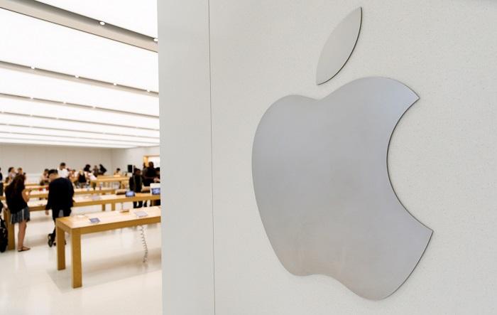 El valor de Apple se disparó hoy un 5 % en la bolsa, debido a sus fuertes resultados del trimestre más reciente; rondando el precio de su acción los 200 dólares, parecía encaminada a convertirse en la primera empresa de EEUU, con una capitalización de mercado de un billón de dólares. EFE