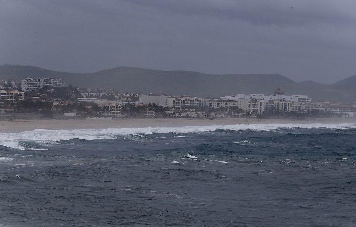 John avanza como huracán categoría 2 y provoca tormentas en el oeste de México Vista general de una playa en Los Cabos, Baja California Sur (México) hoy. EFE