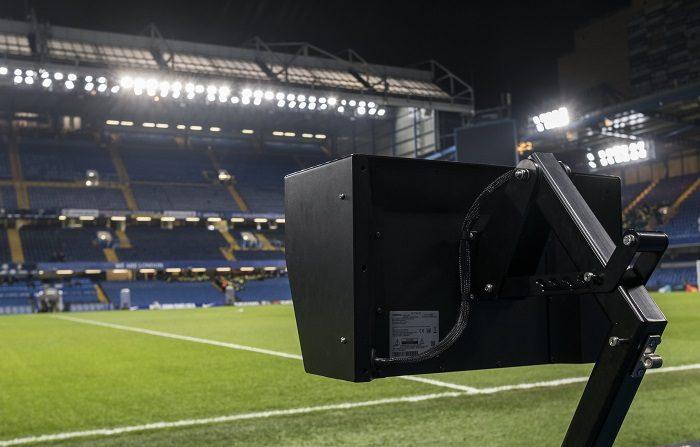 La Federación Mexicana de Fútbol anunció este lunes la implementación del VAR (Video Assistant Referee) a partir del próximo mes de noviembre cuando se dispute la parte final del torneo Apertura 2018. EFE