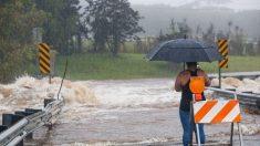 El huracán Lane causa inundaciones, apagones y cortes de carreteras en Hawái