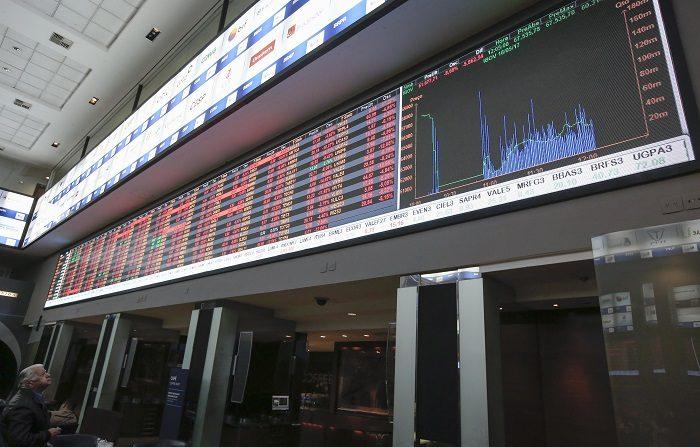 El pacto de México y EE.UU. genera récords en Wall Street y anima a Latinoamérica. El Ibovespa de la Bolsa de Sao Paulo ascendió 2,19 % y se ubicó en 77.929 unidades, tras negocios por 7.361 millones de reales (1.803 millones de dólares). EFE/Archivo