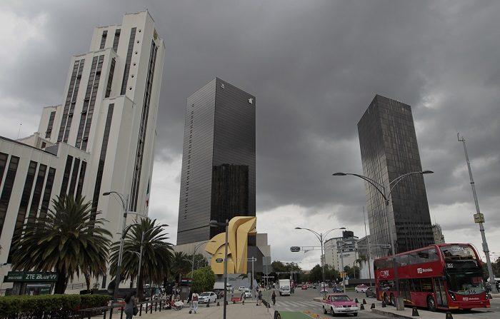 La Ciudad de México se hunde cada año entre 8 y 12 centímetros, dice la UNAM Vista general de la avenida Paseo de la Reforma, en la Ciudad de México. EFE/Archivo